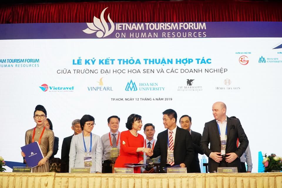 Vietravel tham dự Diễn đàn Nguồn Nhân lực Du lịch Việt nam, ký thỏa thuận hợp tác với Trường Đại học Hoa Sen