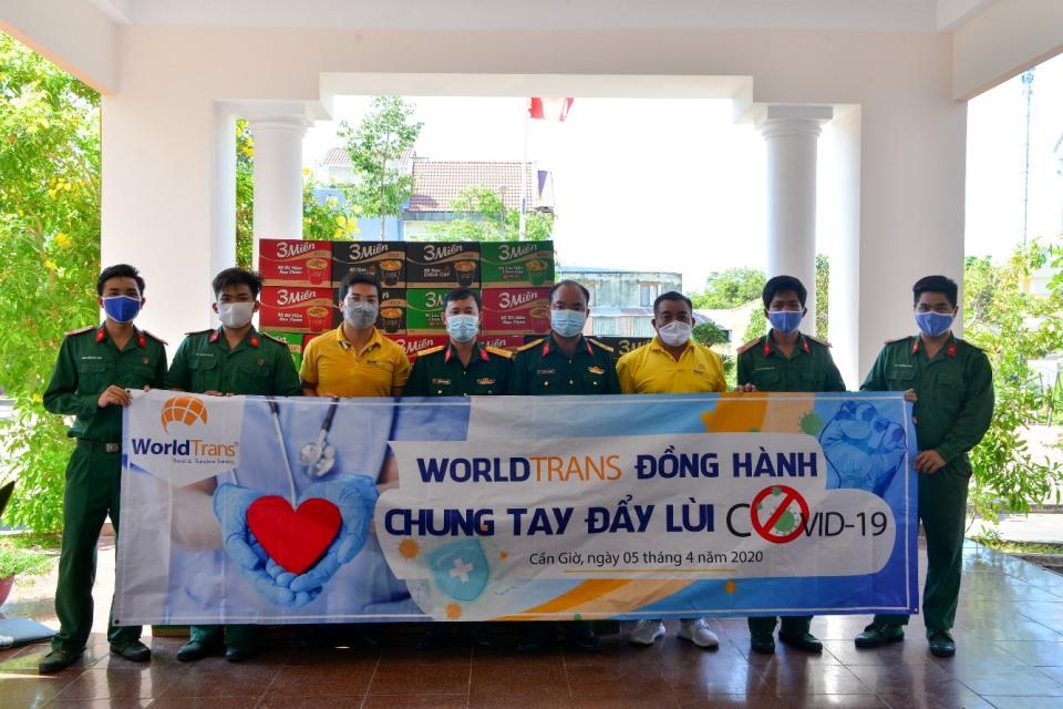 WorldTrans chung tay tiếp sức trao tặng hàng ngàn vật dụng y tế cho Y bác sĩ tuyến đầu