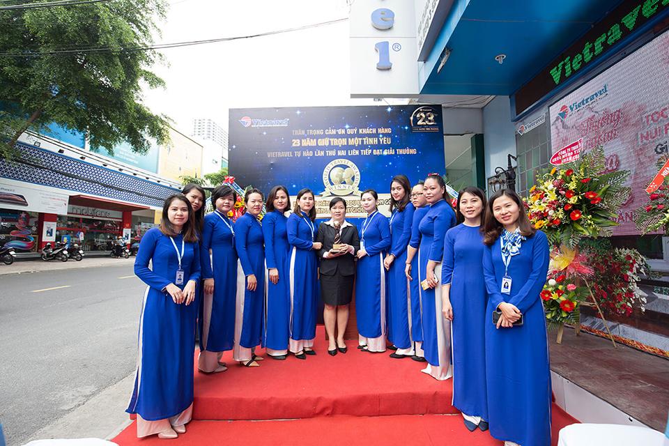 Hành trình xuyên Việt rước cúp 'World Travel Awards' lần II và trưng bày tại Vietravel Nha Trang