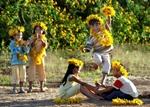 Vietravel khuyến mại tặng cặp cho trẻ em ngày 1/6
