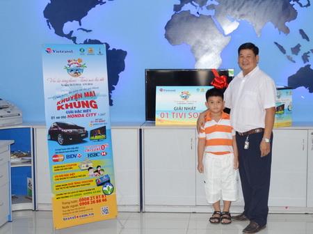 Hello Summer 2014: Vietravel chúc mừng khách hàng Đỗ Nguyễn Thành Tài trúng thưởng tivi thứ 15