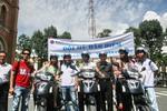 Các hoa hậu trái đất tham gia hội thảo về bảo vệ môi trường và đội mũ bảo hiểm diễu hành cùng Vietravel