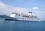 Tàu biển quốc tế đầu tiên khai thác du lịch biển nội địa Việt Nam thăm Hạ Long