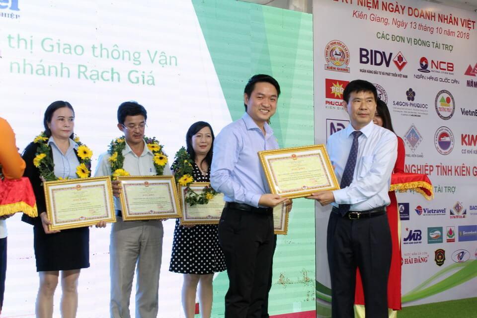 Vietravel Rạch Giá nhận bằng khen Doanh Nghiệp Tiêu Biểu tỉnh năm 2018