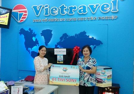 Hello Summer 2014: Chúc mừng khách hàng Nguyễn Thị Hoàng trúng thưởng Tivi thứ 10 tại Vietravel
