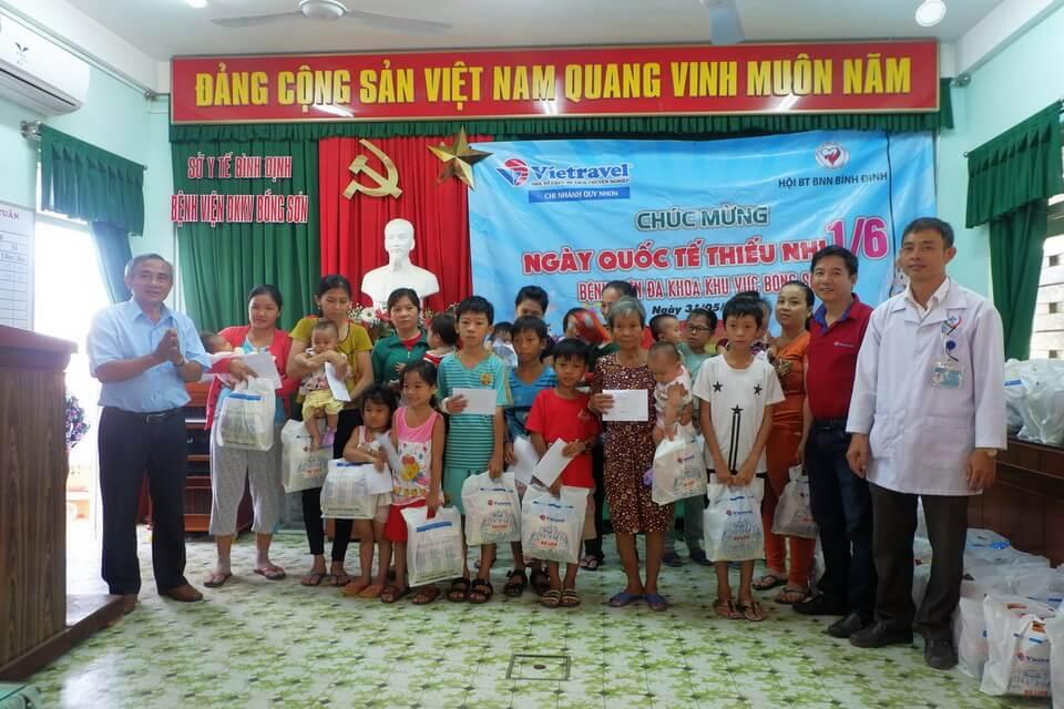 Vietravel Quy Nhơn đồng hành chương trình 'Tặng quà cho các bệnh nhi nhân ngày Quốc tế Thiếu nhi 1/6'