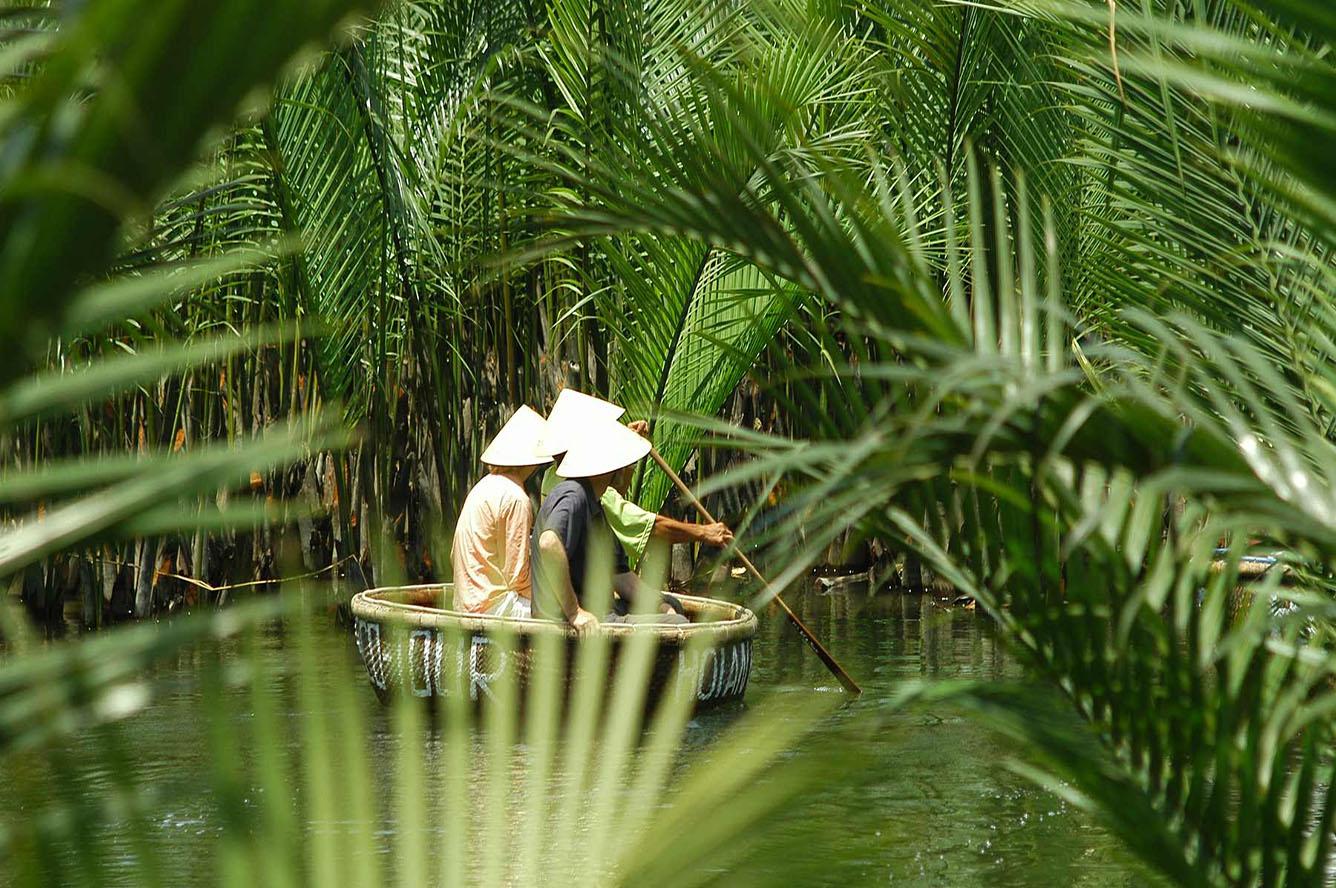 Ngày xuân khám phá rừng dừa Bảy Mẫu