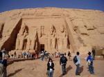 Foreign tourists slow to return to Egypt