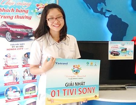 Hello Summer 2014: Chúc mừng khách hàng Nguyễn Kim Hảo trúng thưởng tivi thứ 11