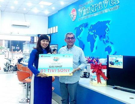 Hello Summer 2014: Vietravel chúc mừng khách hàng Đỗ Anh Tài trúng thưởng Tivi thứ 12