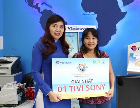 Hello Summer 2014: Vietravel chúc mừng khách hàng Trương Thị Thanh Xuân trúng thưởng Tivi thứ 13