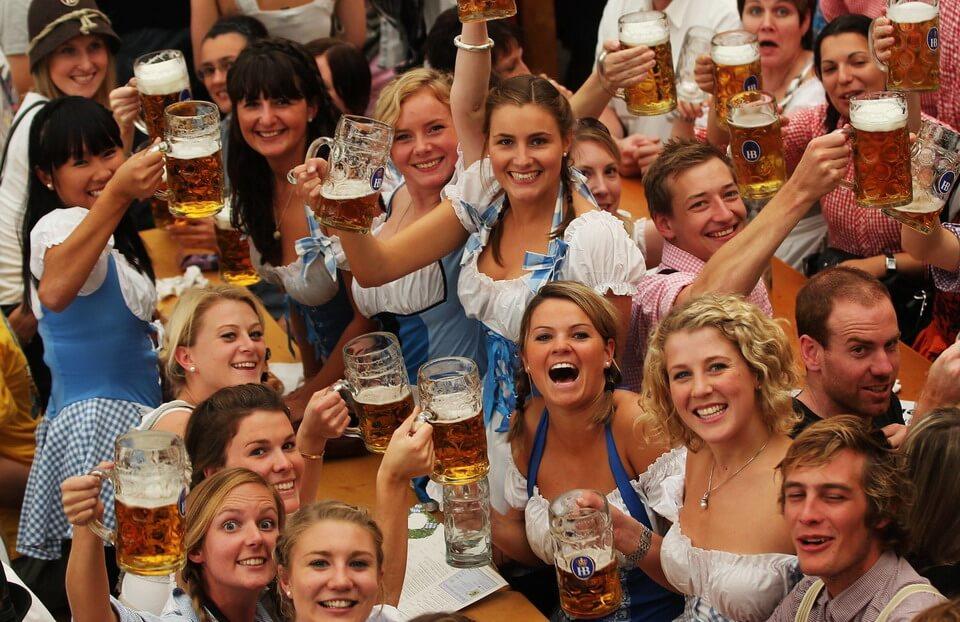 Tưng bừng lễ hội bia Oktoberfest nước Đức