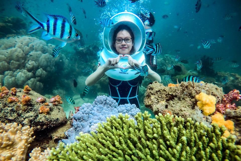 Trải nghiệm đi bộ dưới đáy biển ở Phú Quốc