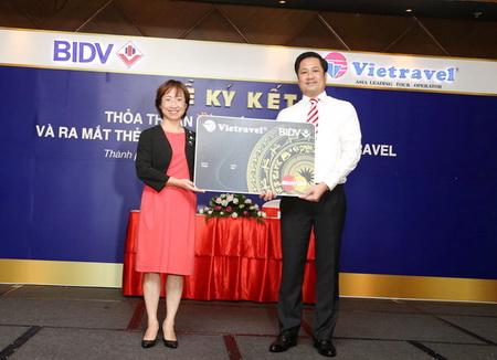 """""""Mở thẻ tiện ích, thỏa thích du lịch"""" cùng thẻ đồng thương hiệu Vietravel - BIDV"""