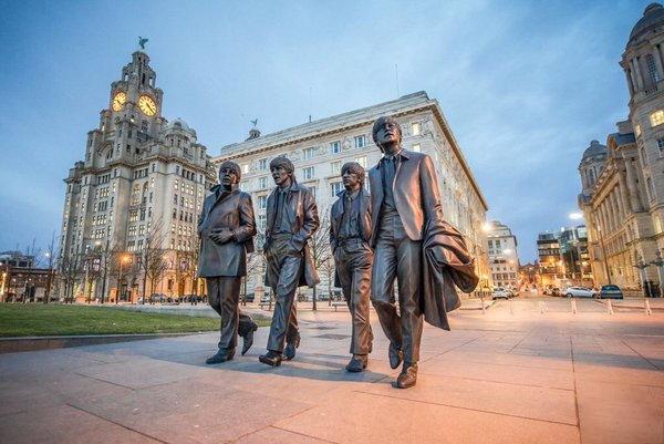 Về với quê hương bộ tứ huyền thoại The Beatles