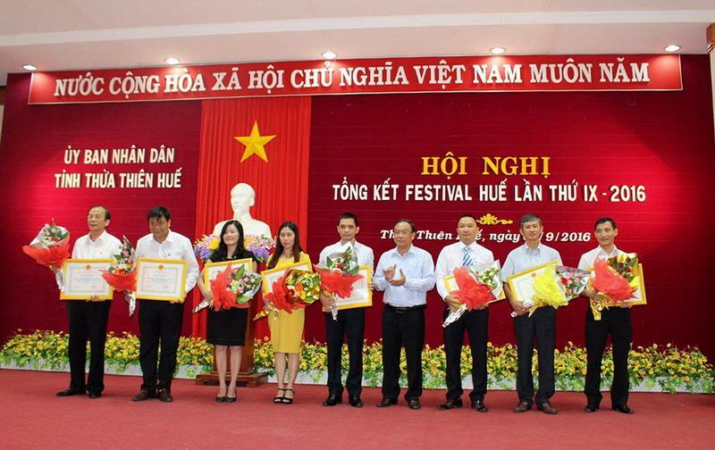 Tổng kết Festival Huế 2016 - Vietravel vinh dự nhận bằng khen thành tích từ UBND tỉnh