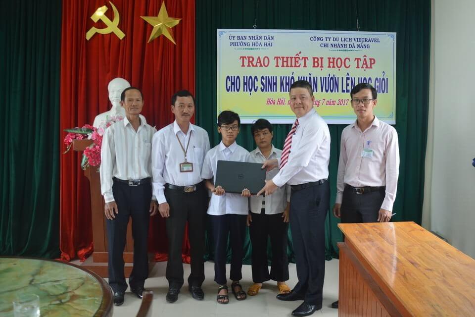 Vietravel Đà Nẵng hỗ trợ học sinh nghèo vượt khó học giỏi
