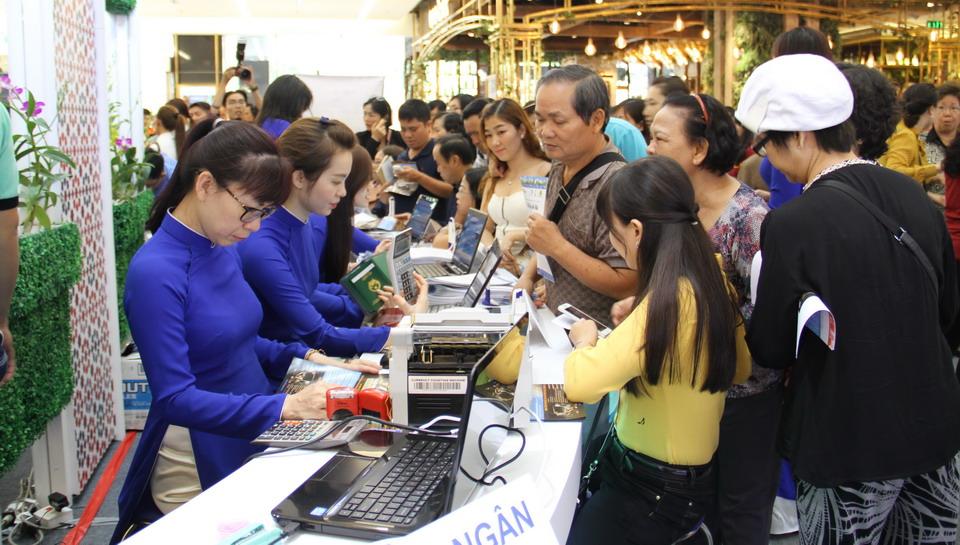 """Bùng nổ lượng khách mua tour Vietravel tại Ngày hội """"Go Singapore Lah!"""""""