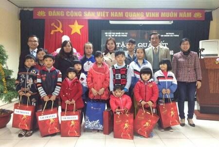 Vietravel Hải Phòng trao tặng quà Tết hỗ trợ hộ nghèo, gia đình chính sách, nạn nhân chất độc da cam