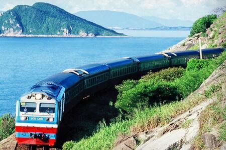 Trải nghiệm cung đường biển miền Trung bằng tàu hỏa