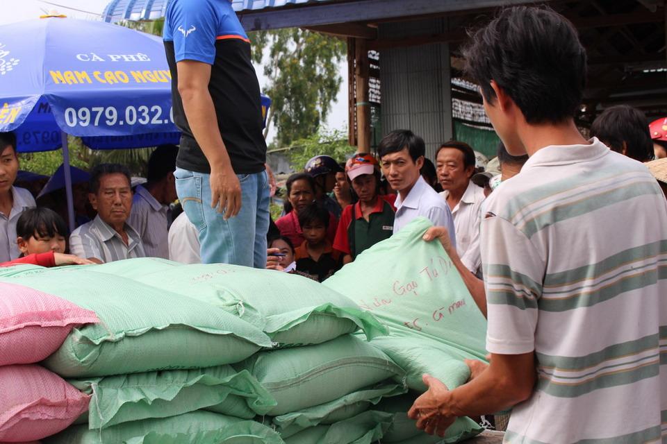 Vietravel Cà Mau tặng quà cho hộ nghèo huyện Đầm Dơi