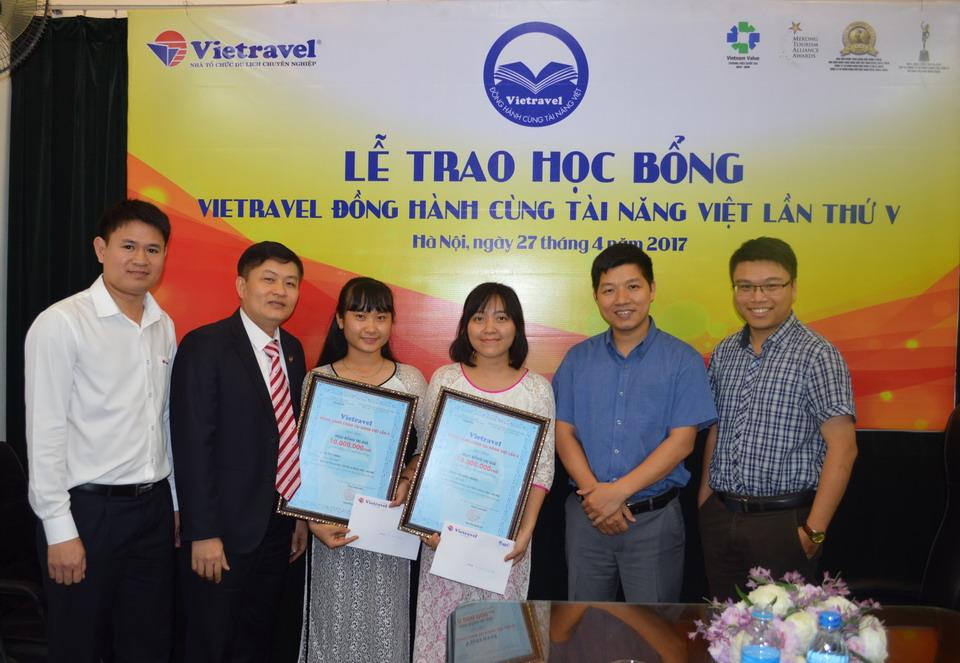 """Lễ trao học bổng """"Vietravel đồng hành cùng Tài năng Việt"""" lần V - 2017 tại Hà Nội"""