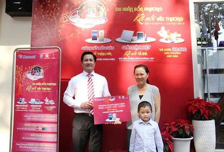 Vietravel trao thưởng Iphone 6 đầu tiên