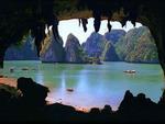 Gần 5.000 khách du lịch tham quan Vịnh Hạ Long trong ngày đầu năm mới